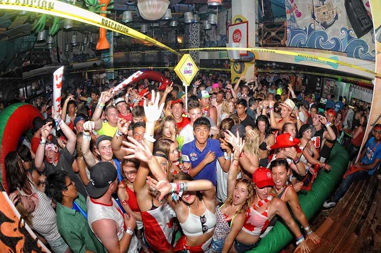 cancun nightlife coco bongo roladed