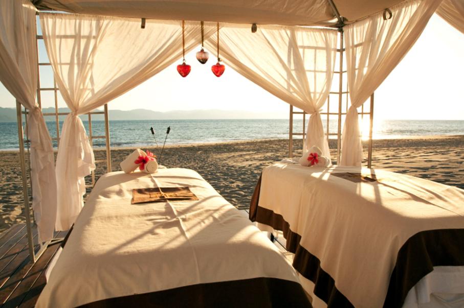 Romantic ideas - oceanfront couple's massage