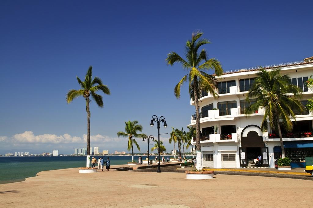 El Malecon starts next to the Rosita hotel