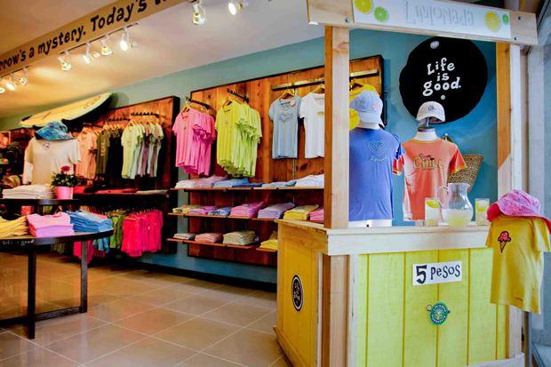 A shop inside the Bi2JH2O flea market