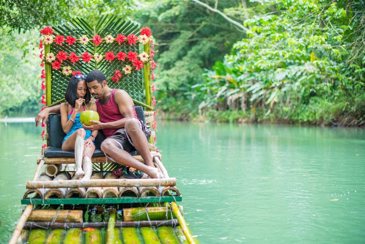 Chukka-Rafting-Romantic-Couple